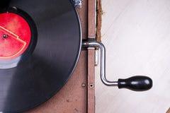 Старый игрок патефона, крупный план Ретро введенное в моду изображение собрания старого ` s lp показателя винила с рукавами Стоковые Изображения RF