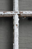 Старый изрезанный белый крест Стоковые Изображения