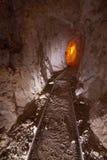 Старый интерьер золотодобывающего рудника стоковая фотография rf