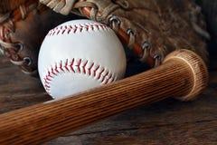Старый используемый конец оборудования бейсбола вверх Стоковые Изображения RF