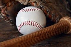 Старый используемый конец оборудования бейсбола вверх Стоковое Изображение RF