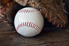 Старый используемый конец оборудования бейсбола вверх Стоковое Фото