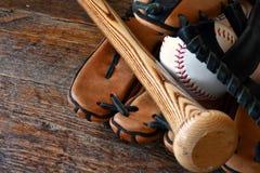 Старый используемый конец оборудования бейсбола вверх Стоковая Фотография
