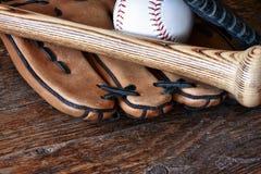 Старый используемый конец оборудования бейсбола вверх Стоковые Фото