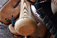 Старый используемый конец оборудования бейсбола вверх Стоковые Фотографии RF