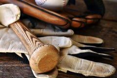 Старый используемый конец оборудования бейсбола вверх Стоковое фото RF