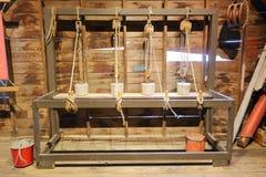 Старый исторический инструмент веса шкива Стоковые Изображения RF