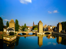 Старый исторический центр страсбурга Башни и briges крепости Стоковые Изображения RF