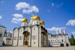Старый и красивый правоверный собор Uspenskiy в Кремле, Москве, России Стоковое Фото