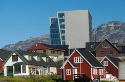Старый и новый в Nuuk, очаровательной столице Гренландии Стоковое Изображение RF