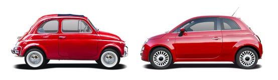 Старый и новый красный Фиат 500 Стоковые Фотографии RF