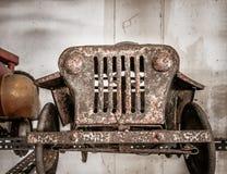 Старый и ржавый автомобиль педали для ребенк Стоковое фото RF
