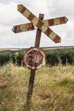 Старый и ржавый железнодорожный знак с письмами стопа Стоковое Фото