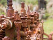 Старый и ржавый конец-вверх двигателя на очаровывая заводи, Новой Зеландии стоковое фото rf