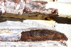 Старый и ржавый треснутый трубопровод стоковые фото