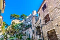 Старый каменный городок Omis в Хорватии, Европе Стоковая Фотография RF