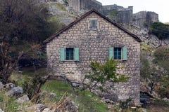 Старый каменный дом в горах Стоковое Изображение RF