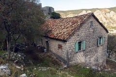 Старый каменный дом в горах Стоковая Фотография