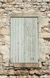Старый каменный дом с деревянными шторками, Провансаль стоковые фотографии rf