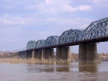 Старый каменный железнодорожный мост Komsomolsky через Обь в Новосибирске  стоковые фотографии rf
