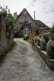 Старый каменный коттедж в Dinan, Бретани Франции Стоковая Фотография