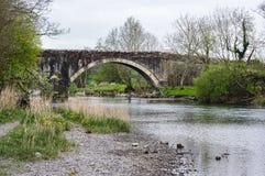 Старый каменный мост в районе озера Стоковые Изображения