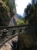 Старый каменный мост в ущелье Viamala, Швейцарии Стоковые Фотографии RF