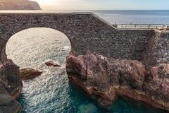 Старый каменный мост в Ponta делает Sol, Мадейру Стоковые Изображения RF