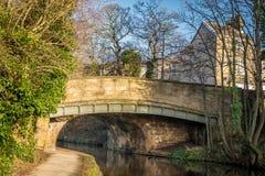Старый каменный мост над каналом стоковая фотография rf