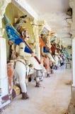 Старый камень изогнул скульптуры индусских богов и богини стоковое фото rf