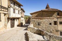 Старый камень сделал дома в городке Calatanazor, Сории, Испании стоковые фото