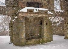 Старый камин остается положением в пурге внутри стены замка Bancroft стоковое изображение