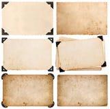 Старый картон с углом, карточкой фото, постаретой изолированной бумагой стоковые фотографии rf