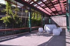 Старый китайский двор в солнечном свете Стоковые Фотографии RF
