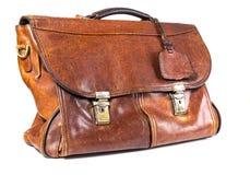 Старый кожаный портфель на белой предпосылке Стоковая Фотография
