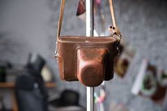 Старый кожаный случай для камеры фото Год сбора винограда, ретро, коричневый цвет Стоковое фото RF