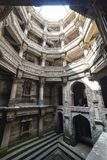 Старый колодец в Ахмадабаде Индии, Гуджарате стоковые фото
