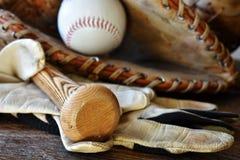 Старый конец оборудования бейсбола вверх Стоковое фото RF