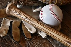 Старый конец оборудования бейсбола вверх Стоковая Фотография RF