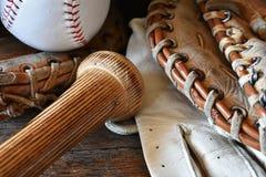 Старый конец оборудования бейсбола вверх Стоковые Изображения