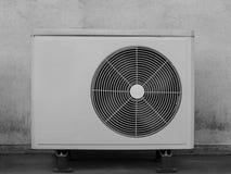 Старый кондиционер воздуха компрессоров черная белизна Стоковые Изображения RF