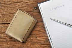 Старый коричневый бумажник с бюджетным контролем Стоковые Изображения RF