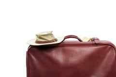 Старый коричневый кожаный чемодан готовый для путешествовать стоковая фотография rf