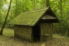 Старый коттедж, старый деревянный дом Стоковые Изображения