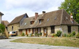 Старый красивый дом в Magnac-Bourg Magnac-Bourg коммуна в зоне Новый-Аквитании в запад-центральной Франции стоковая фотография