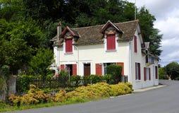 Старый красивый дом в Magnac-Bourg Magnac-Bourg коммуна в зоне Новый-Аквитании в запад-центральной Франции стоковая фотография rf