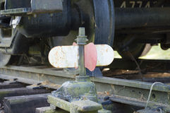 Старый красный и белый железнодорожный переключатель на следах Стоковые Изображения RF