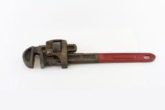 Старый красный обращанный ключ для труб стоковые изображения