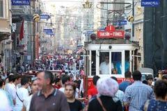 Старый красный трамвай на улице Istiklal Стоковое Изображение RF