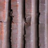 Старый красный цвет заржавел крыша плиты оцинкованной стали Стоковая Фотография RF